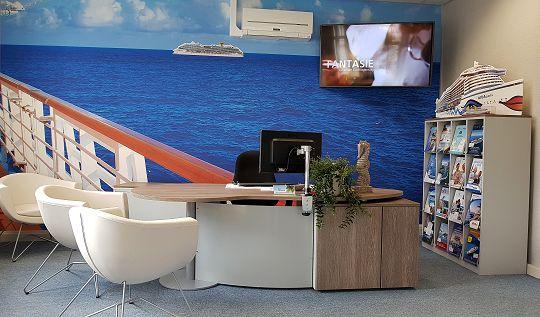 In unserer Kreuzfahrten-Lounge finden wir immer die passende Schiffsreise